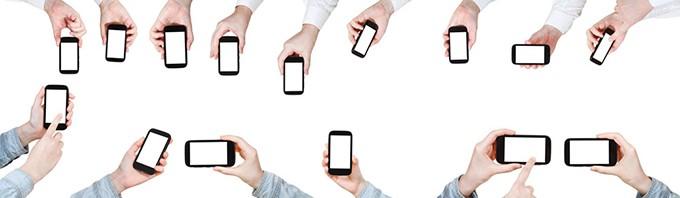 手拿智能手机的各种场景素材4