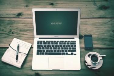 一组Macbook Air的笔记本贴图模型素材下载